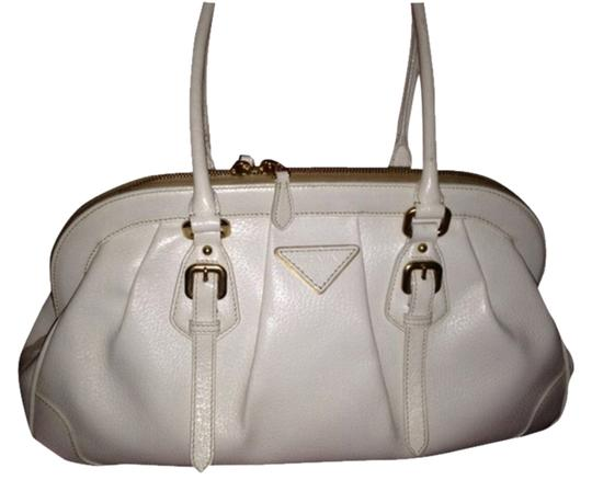 Preload https://item5.tradesy.com/images/prada-cinghiale-frame-bianco-or-off-white-leather-satchel-2899549-0-0.jpg?width=440&height=440