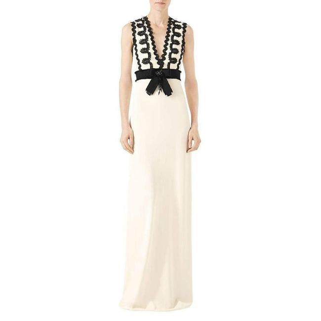 Item - Cream Jersey Sleeveless V-neck Gown with Lace Trim Long Formal Dress Size 2 (XS)