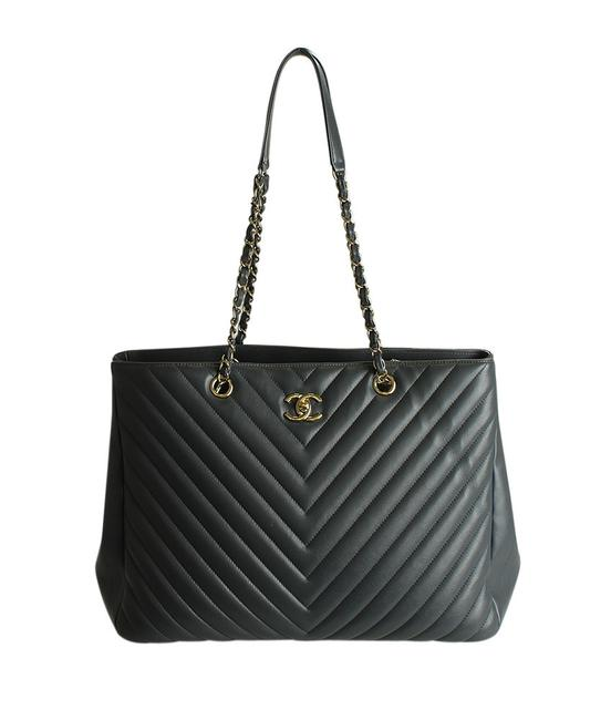 Item - Classic Flap Bag A91046 Chevron (196910) Grey Leather Tote