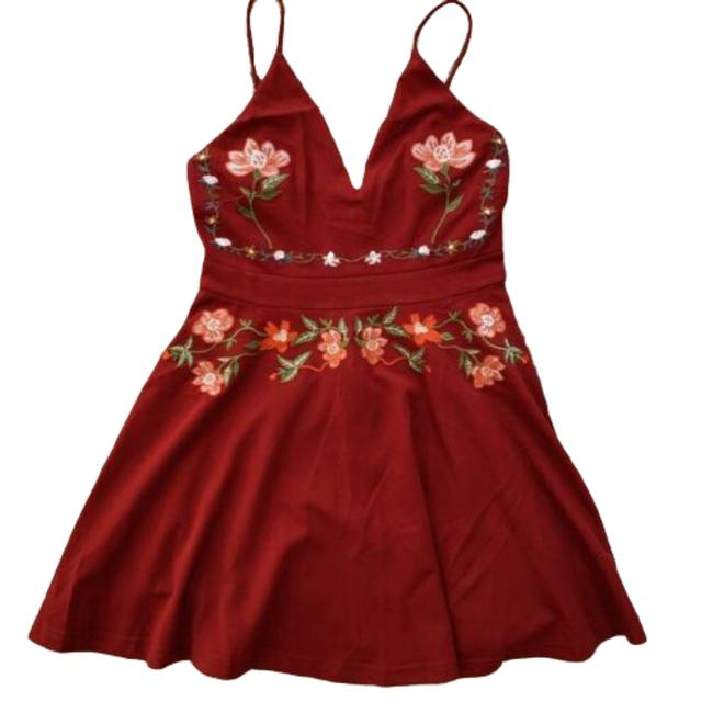 Item - Burgundy Floral Embroidered Mini Short Night Out Dress Size 10 (M)