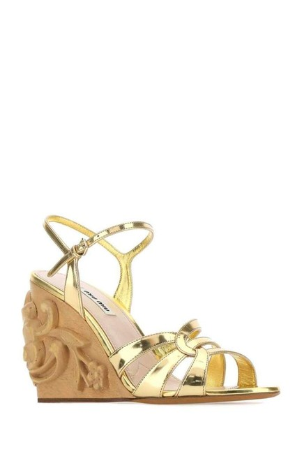 Item - Gold-tone Carved Wedge Sandals Size EU 36.5 (Approx. US 6.5) Regular (M, B)