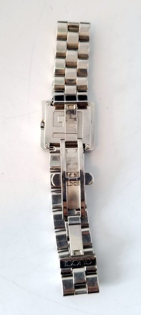 """Gucci Silver """"G"""" 3600j Butterfly Clasp Link Watch Gucci Silver """"G"""" 3600j Butterfly Clasp Link Watch Image 3"""