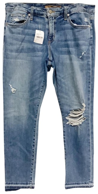 Item - Blue Medium Wash Wakely Distressed Rips Womens Capri/Cropped Jeans Size 31 (6, M)