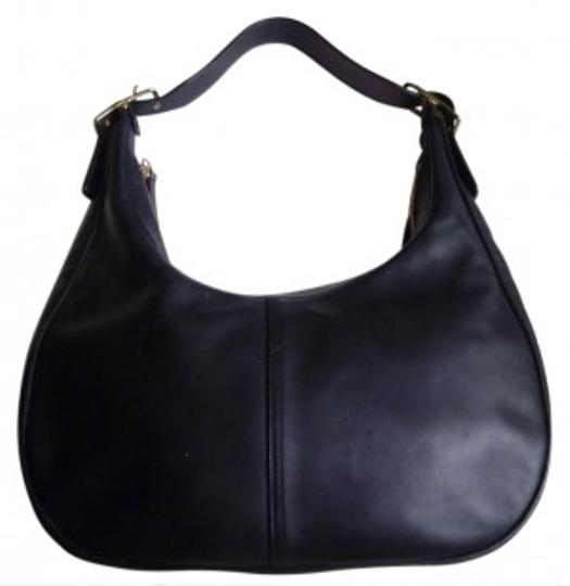 Preload https://item3.tradesy.com/images/coach-smooth-black-leather-hobo-bag-29027-0-0.jpg?width=440&height=440