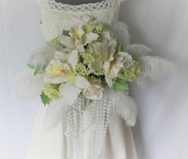 Item - White Great Gatsby Feathers and Faux Silk Bridal Bouquet