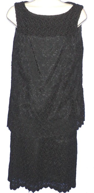 Item - Black 2 Pieces Lace Tank & Lined Sleeveless Knee Length Skirt Suit Size 10 (M)