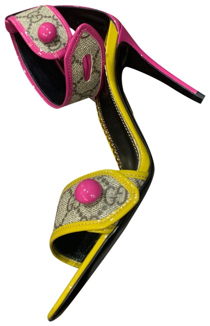 Item - Signature Print with Pink and Yellow Sandals Size EU 37 (Approx. US 7) Regular (M, B)