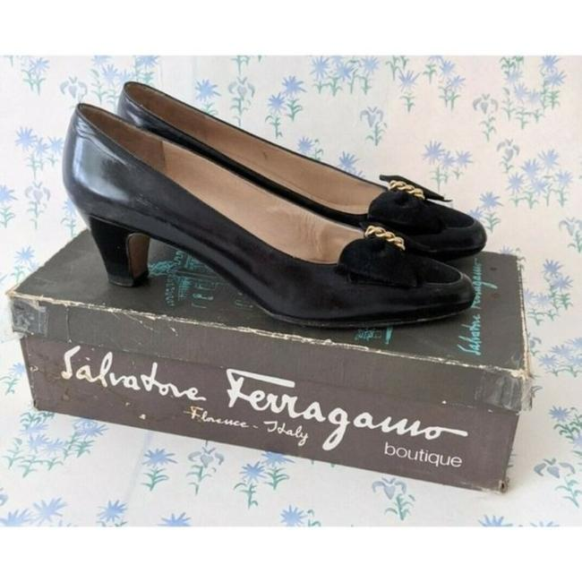 Salvatore Ferragamo Black Velvet Bow and Chain Leather Heels Pumps Size US 8.5 Narrow (Aa, N) Salvatore Ferragamo Black Velvet Bow and Chain Leather Heels Pumps Size US 8.5 Narrow (Aa, N) Image 2