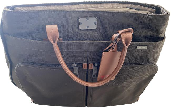 Item - Alpha Companion Tote -- 22157 Brown Pig Leather Weekend/Travel Bag