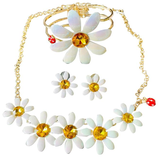 Item - White and Gold Sunflower Retail Necklace