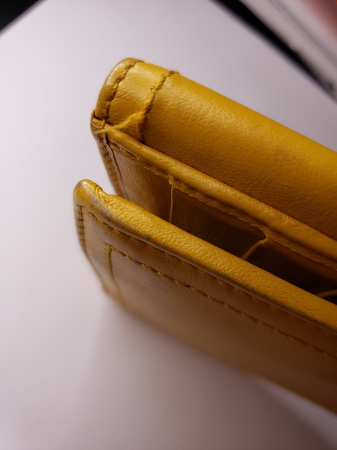Gucci Mustard Yellow Leather with Crest Wallet Gucci Mustard Yellow Leather with Crest Wallet Image 4