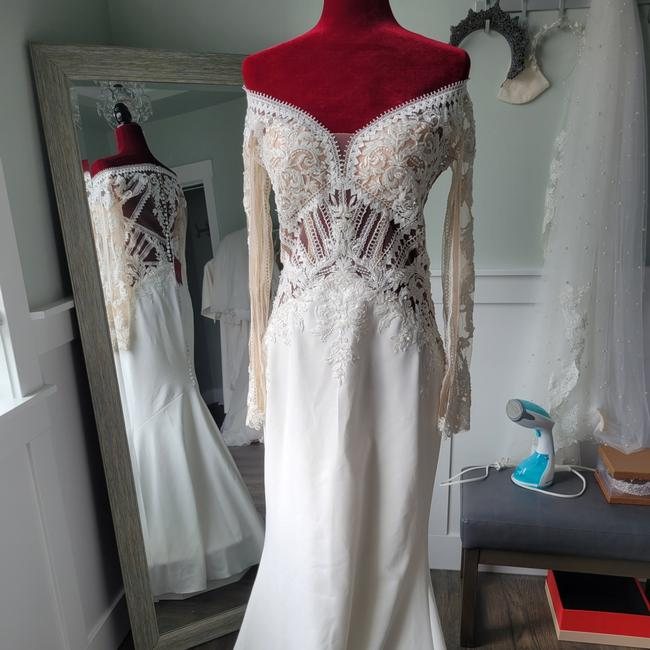 Item - Ivory Lace and Crepe Carissa Sexy Wedding Dress Size 4 (S)