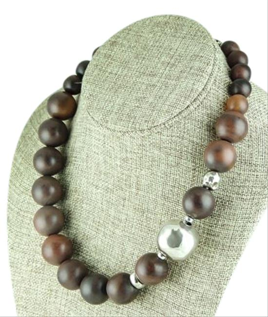Item - Brown/Silver Graduated Wood Bead/Silver Necklace