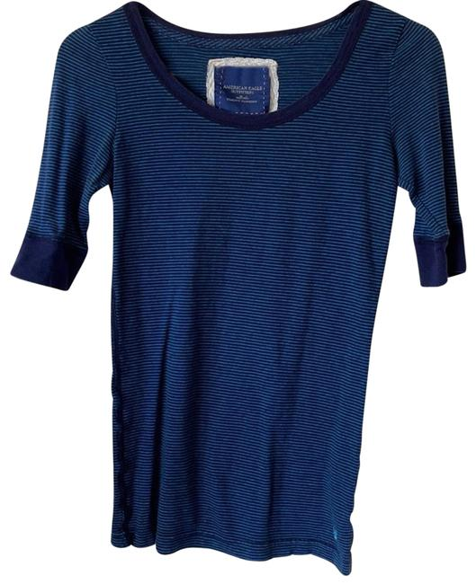 Item - Tops Women's Pre Owned Tee Shirt Size 4 (S)