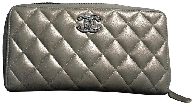 Item - Silver / Gold Quilted Metallic Zip Wallet