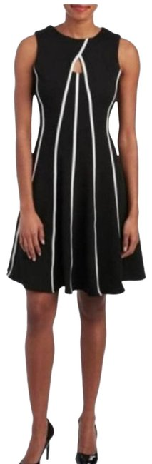Item - Black Keyhole Neck Piped Fit And Mid-length Cocktail Dress Size 12 (L)