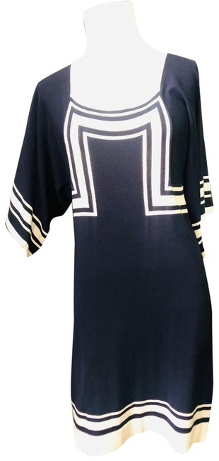 Item - Navy and White Mid-length Short Casual Dress Size 12 (L)
