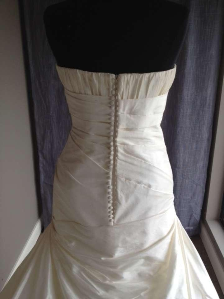 Pronovias haya wedding dress on sale 60 off wedding for Best way to sell used wedding dress