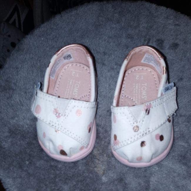 Item - White Pink Infant/Baby Sneakers Size US 4 Regular (M, B)