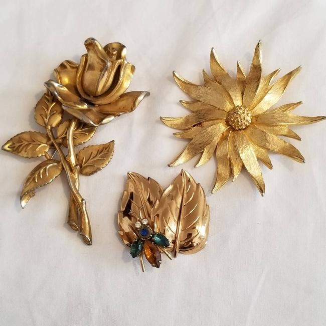 Item - Gold Flower Gold-plated 3pc Brooch/Pin