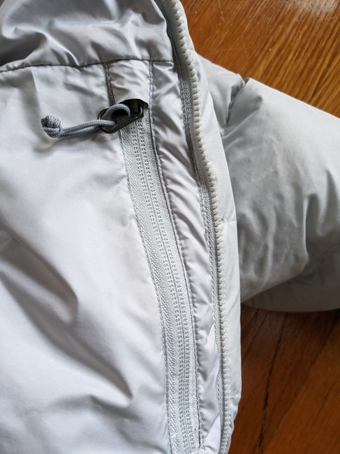 The North Face Silver Grey 700 Puffer Activewear Outerwear Size 8 (M) The North Face Silver Grey 700 Puffer Activewear Outerwear Size 8 (M) Image 6
