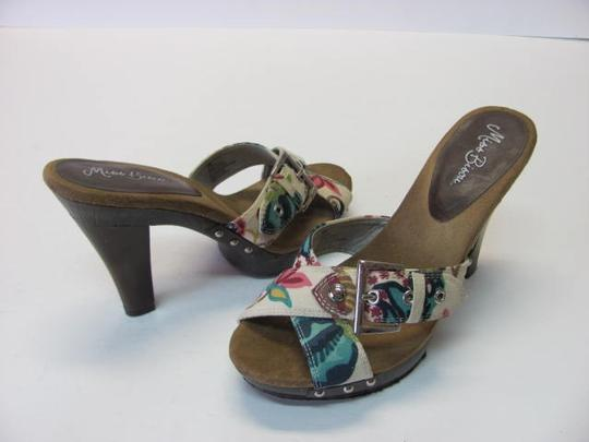Other Good Condition Size 8m neutral, pink, brown, aqua, navy Platforms Image 1