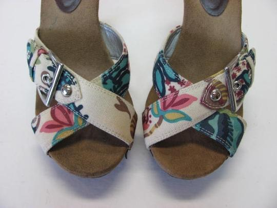 Other Good Condition Size 8m neutral, pink, brown, aqua, navy Platforms Image 2