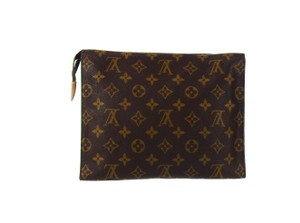 Louis Vuitton monogram canvas and leather toiletry pouch 26