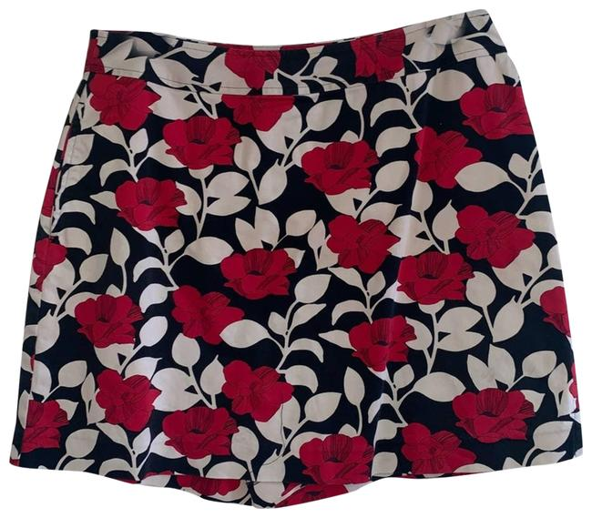 Item - Red Women's Floral Golf Shorts Size 8 (M, 29, 30)