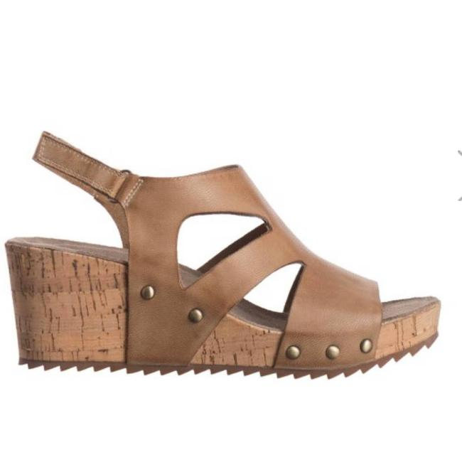 Item - Tan Double Cuts In Make Up Wedges Size EU 39 (Approx. US 9) Regular (M, B)