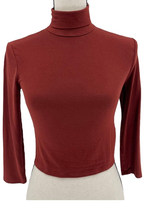 Item - Red Turtleneck 3/4 Sleeve Cropped M Blouse Size 8 (M)