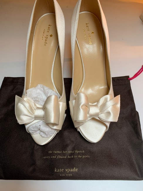 Item - Ivory Satin Heel Formal Size US 9.5 Regular (M, B)