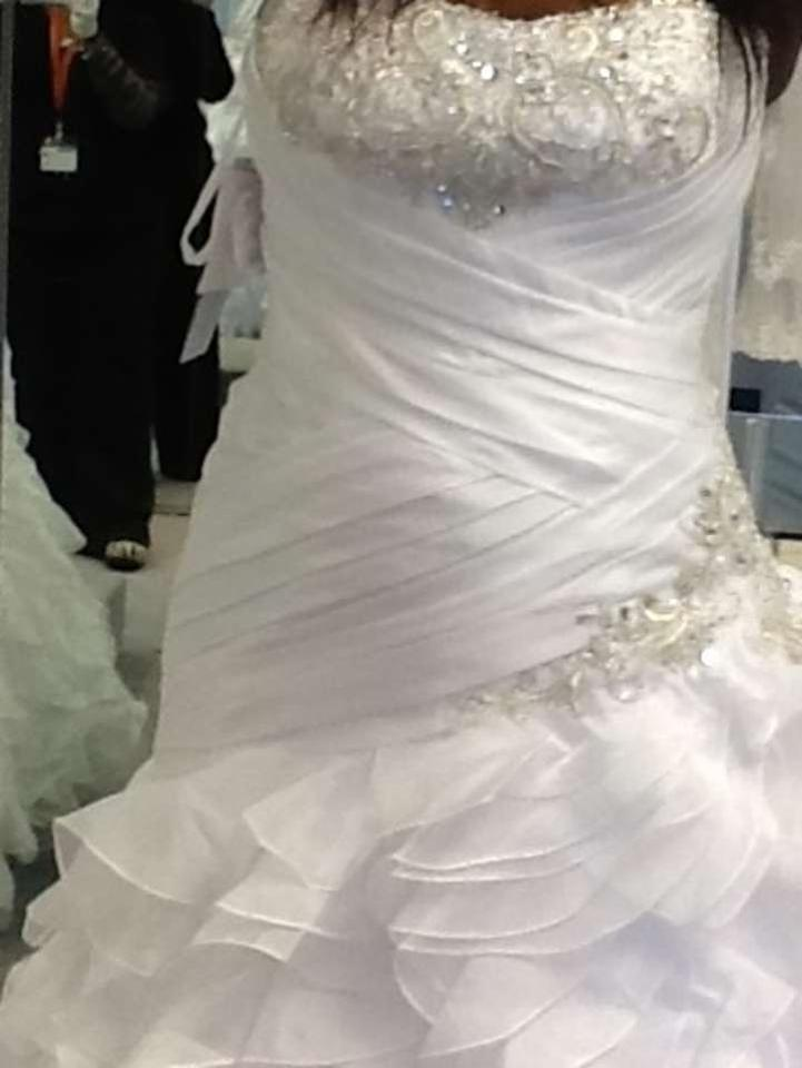 Alfred angelo jasmine 215 wedding dress tradesy for Best way to sell used wedding dress
