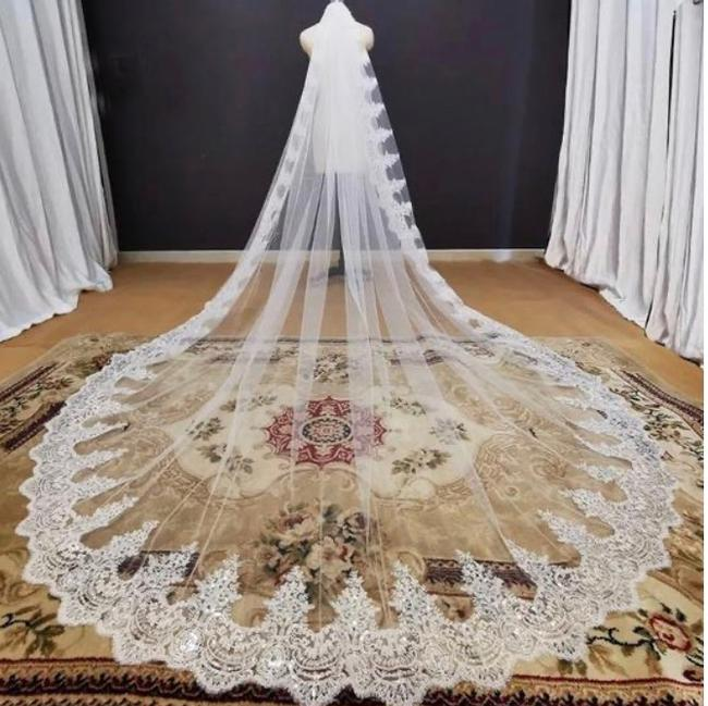 Item - Long Ivory 16 Feet Cathedral Bridal Veil