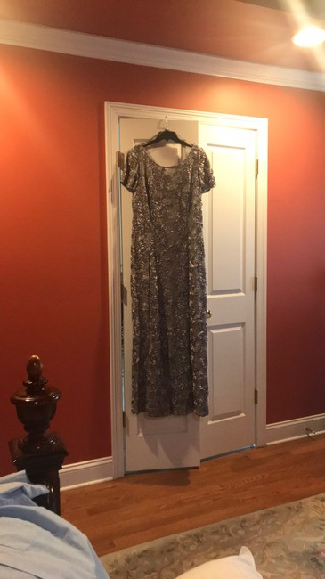 Item - Silver Gown Formal Bridesmaid/Mob Dress Size 18 (XL, Plus 0x)