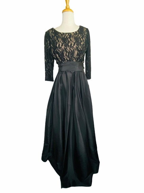 Item - Black Vintage Lace and Satin Gown Formal Bridesmaid/Mob Dress Size 12 (L)
