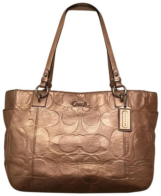 Item - Gallery Embossed Logo East/West Zip Metallic F17730 Rose Gold Silver Leather Tote