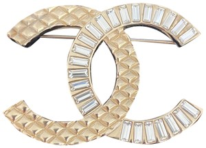 Chanel Chanel brooch in gold with crystals.'