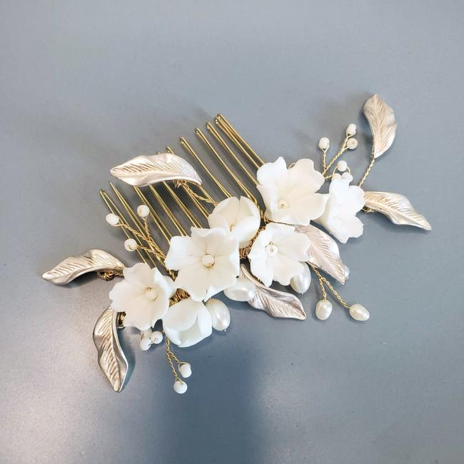 Item - White Ceramic Floral Freshwater Pearl Headpiece Comb Vintage Bride Hair Accessory