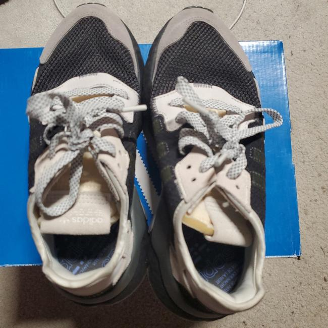 Item - Black Gray White and Lighter Shade Of White Gray Nite Jogger Sneakers Size US 6 Regular (M, B)