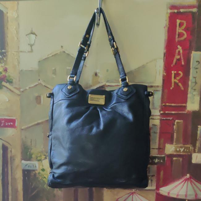 Item - Large Tote/Hobo Black Cowhide Leather Hobo Bag