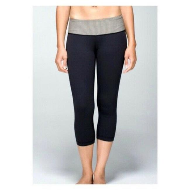 Item - Black Cropped Activewear Bottoms Size 6 (S, 28)