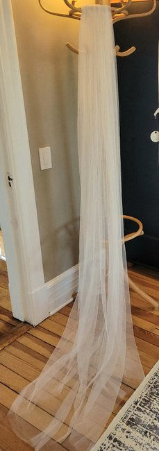 Item - White Long (Never Worn) Bridal Veil