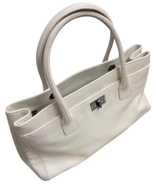Item - Shoulder Bag 2.55 Reissue White Caviar Leather Tote