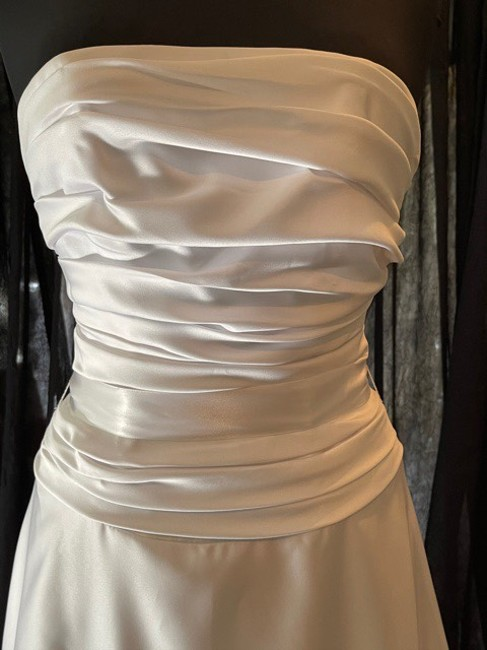 Item - White Satin Strapless Gown Casual Wedding Dress Size 4 (S)