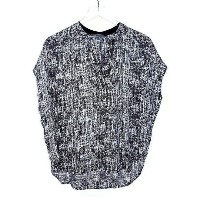Item - Black and White Pullover Silk V-neck High Low Short Sleeve Blouse Size 4 (S)