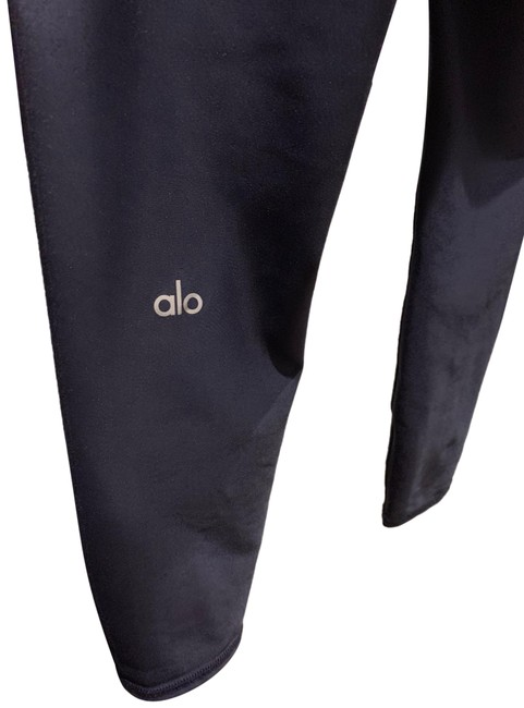 Item - Navy 7/8 High Waisted Airlift Activewear Bottoms Size 4 (S)