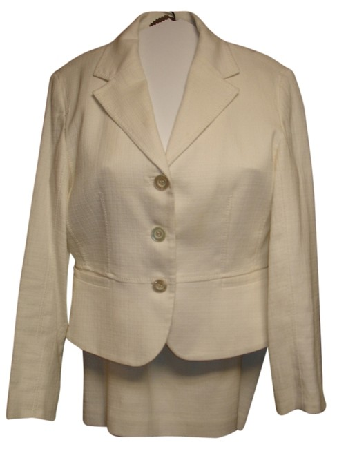 Item - Off White/Cream 3 Piece White/Cream Tweed Jacket & ~ Chaus Blouse with Lots Of Detailing Skirt Suit Size 6 (S)