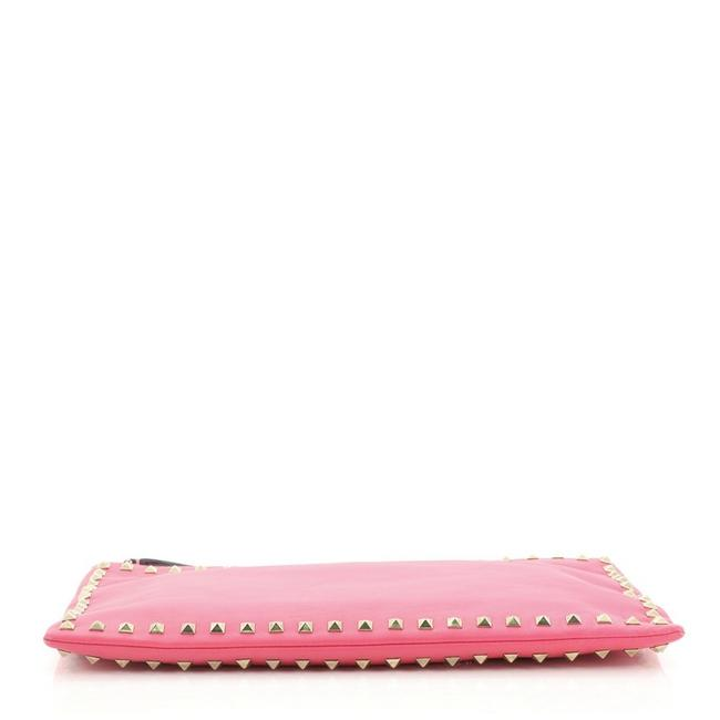 Valentino Rockstud Pouch Large Pink Leather Clutch Valentino Rockstud Pouch Large Pink Leather Clutch Image 4