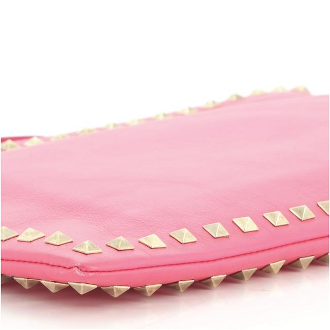 Valentino Rockstud Pouch Large Pink Leather Clutch Valentino Rockstud Pouch Large Pink Leather Clutch Image 6